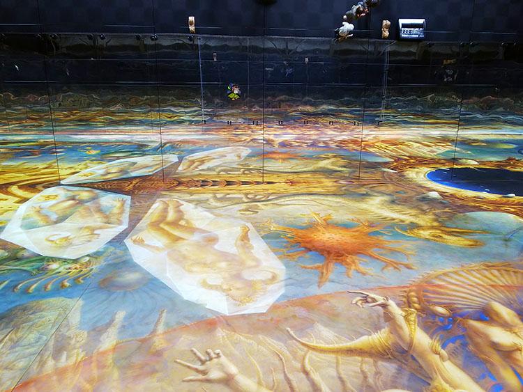世界最大の絵画の鑑 合わせ鏡の中の私